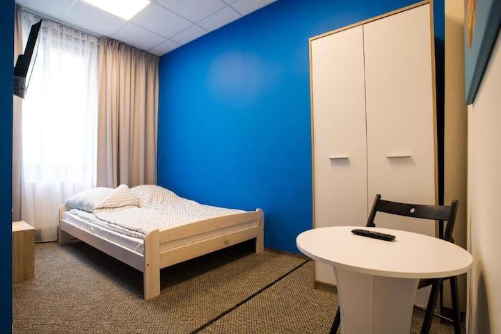 Pokój 2-os. DBL ze wspólną łazienką Moon Hostel