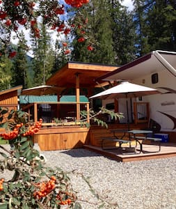 Lake front Balfour Resort & Marina - Nelson - Camper/RV