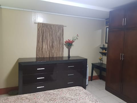 Cómoda habitación en una casa familiar!