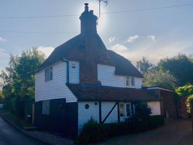 Oak Cottage - stunning, historic cottage in Kent