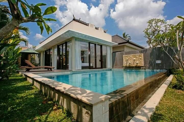 Romantic Vibes In A Stylish & Tranquil Ubud Villa