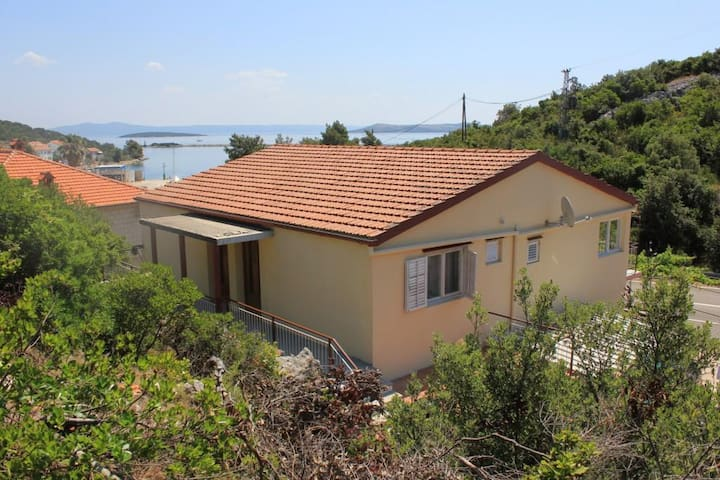 One bedroom apartment with terrace and sea view Zaglav, Dugi otok (A-8145-a)