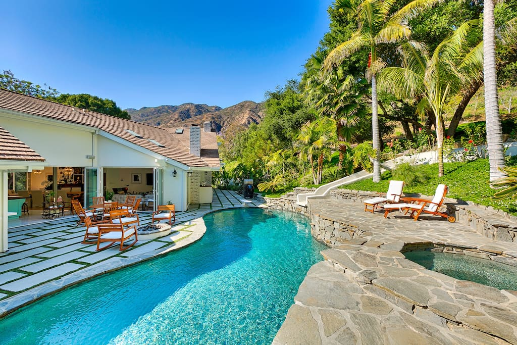 Serra retreat woodfire pizza oven firepit villas for for Malibu mansions for rent