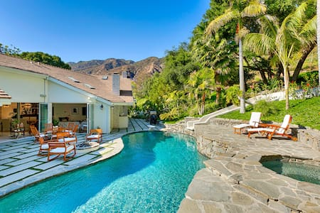 Serra Retreat: 118000 - Malibu