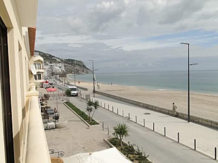 Luxuoso apartamento frente à praia
