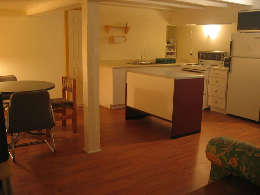 Fully equipped kitchen with dining/sitting area