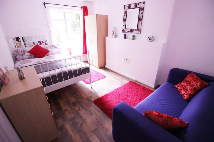 (4AFORD-2) PRIVATE ROOM FOR 4PPL NEAR TOWER BRIDGE