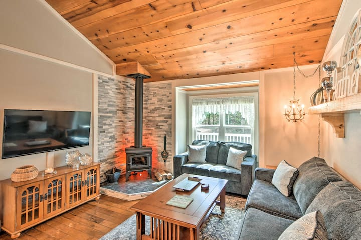 NEW! Hidden Murphy Cottage w/Hot Tub, Pool & Grill