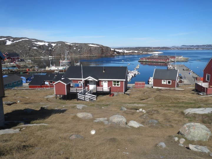 Aasiaat, Fine room by harbor 95 km from Ilulissat.