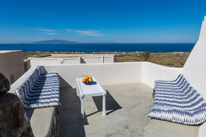 Villa Mirsini in Finikia, Oia, Santorini