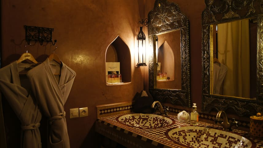 Great room in the  heart of the Medina.