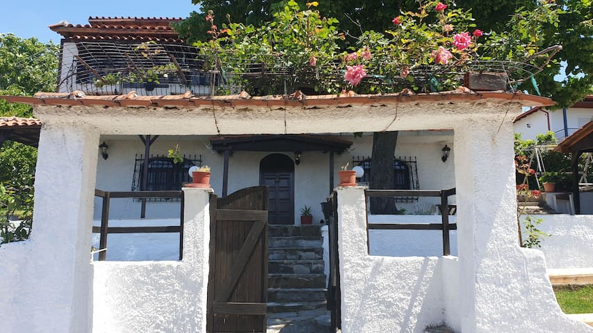 villa for great vacation up the hill 500m from sea