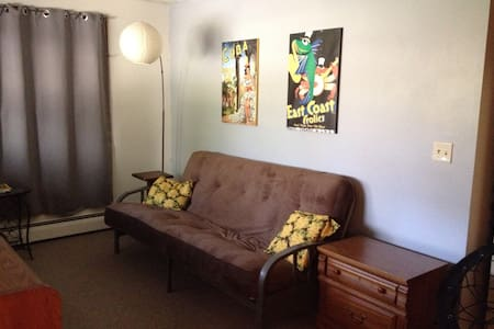 Private and spacious apartment, serene setting - Bloomington