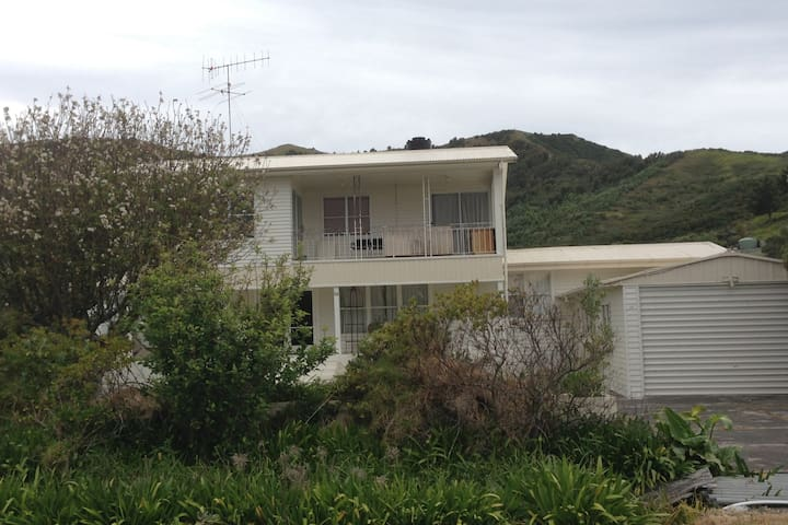MAHIA BEACH- BEACH HOUSE