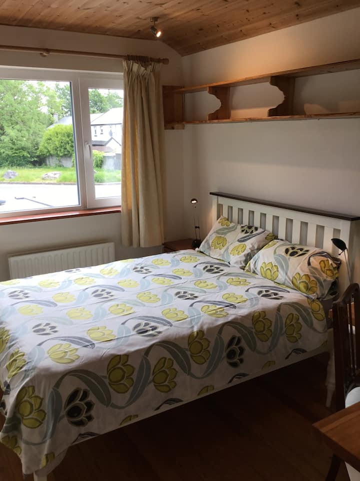 Bright and peaceful room near city centre