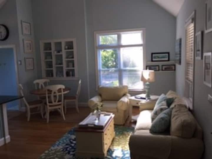 Enjoy Cape Cod in a spacious + charming apartment!