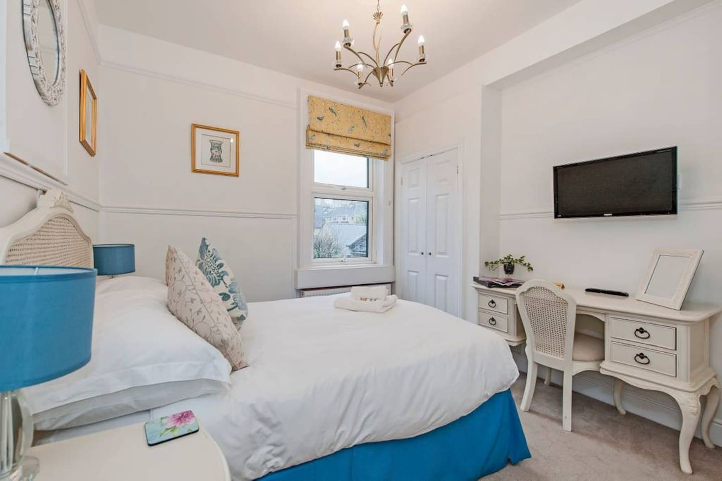 https://www.airbnb.co.uk/rooms/4995011?