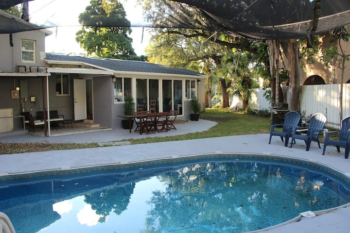 Amazing Corner 4/3 House with Heated Pool!!