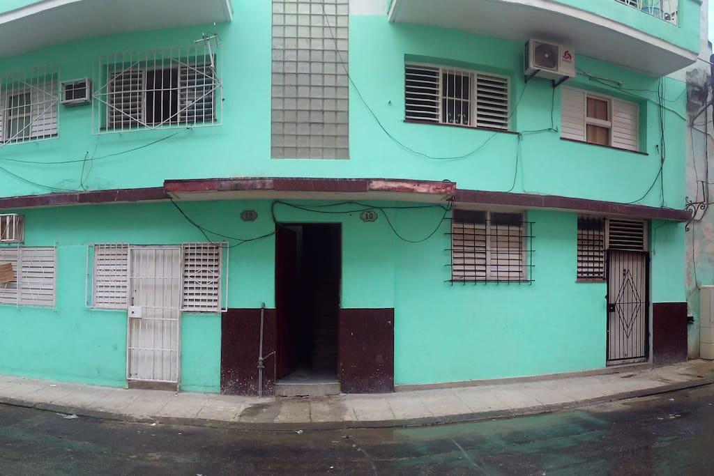 Esta es la fachada del edificio donde se encuentra nuestro apartamento