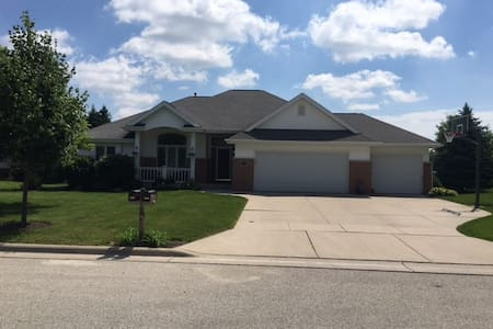 5 bedroom home in Plymouth, WI - Ház