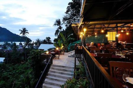 Super Deluxe 3 People @ Phi Phi Arboreal Resort - 阁楼