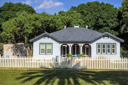 Charming 1928 Beach Bungalow with Golf Cart - Palm Harbor