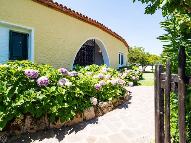 Rotonda Cottage 33 - swimming pool, garden, 4 guests