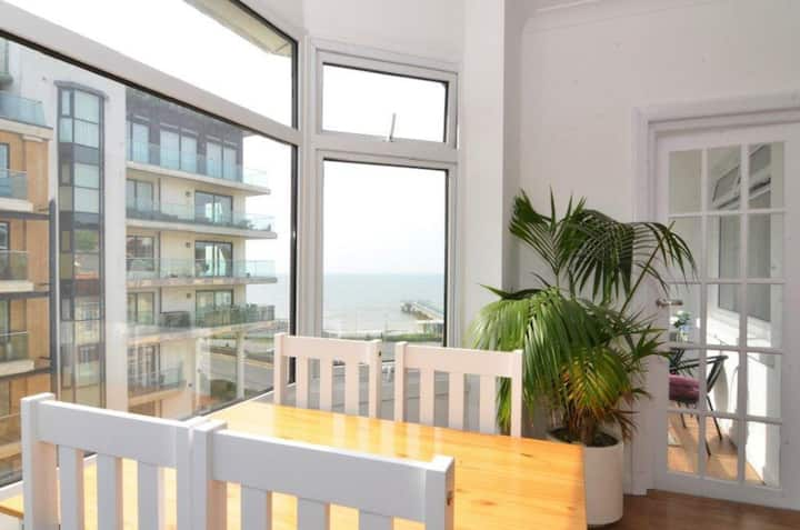 Sea View Apartment | Sleeps 6 Guests