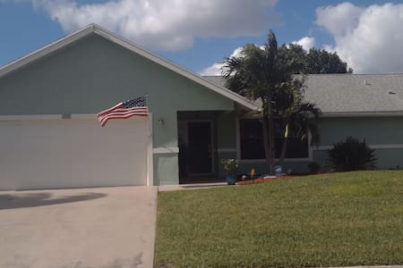 3/2 Resort style home in La Mancha - Royal Palm Beach