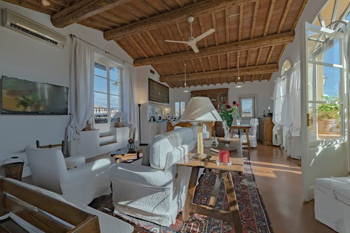 Superb Loft with Panoramic Roof Terrace
