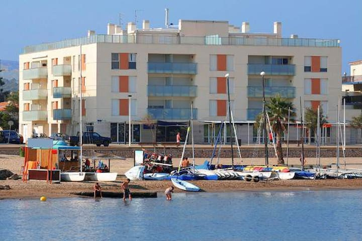 Lovely Sea Front Apartment for 6 persons