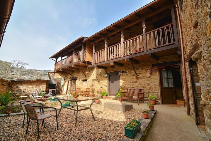 Casa Rural Morada de Sueños. Descubre El Bierzo! - Toreno - Townhouse