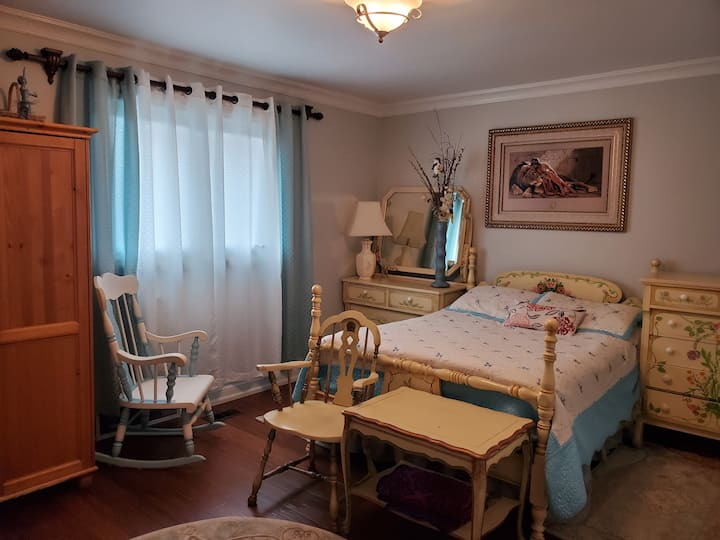 Spaciout Bright Master Bedroom Beside Airport
