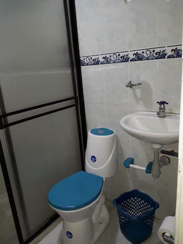 Rento habitacion amoblada con baño