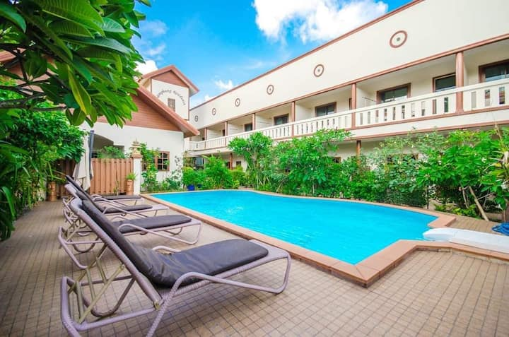 Apartments in the middle of Rawai with pool access