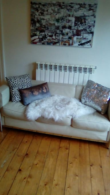 Sittingroom  with simple furnishing and  Modern art pieces.