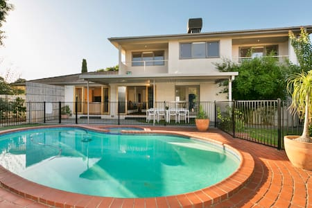 Little Paradise in a Quiet Crt - Glen Waverley - Ev