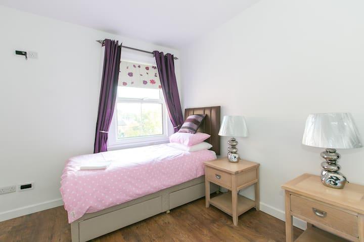 Sunninghill High Street Flat - Sunninghill - Apartment