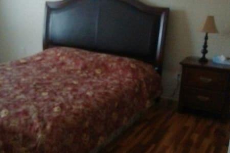 Chambre chaleureuse et paisible. - Bois-des-Filion