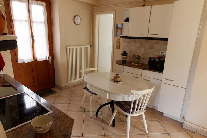 Appartement confortable  avec accès au jardin