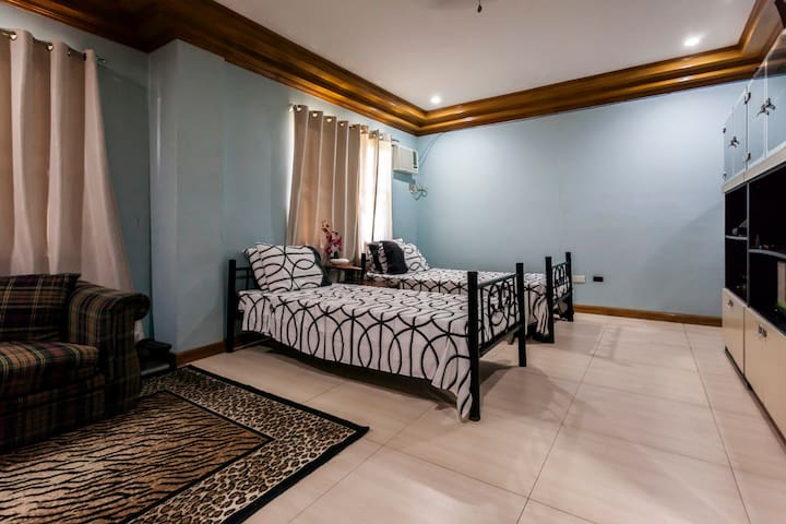 2 BR units in peaceful small town - Pampanga - Bed & Breakfast