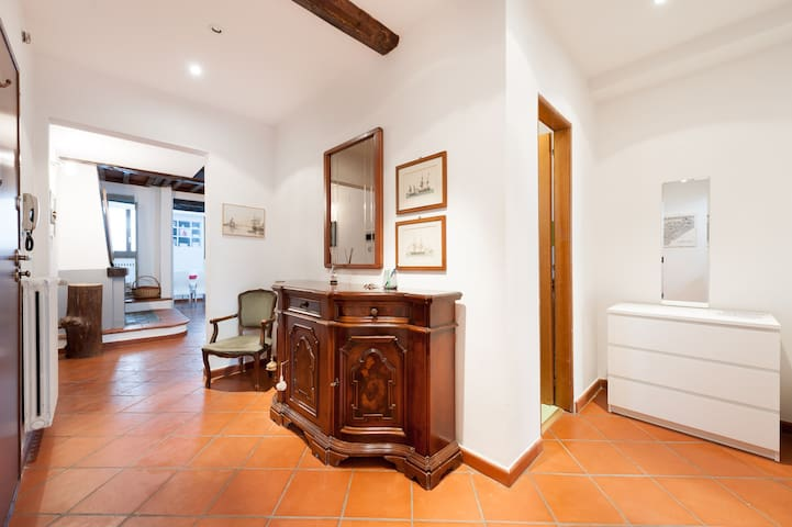 DUOMO ExtraLarge Apartment in Great Location!!