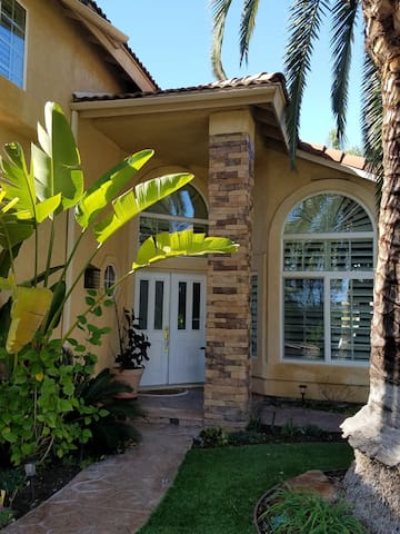 Bright and sunny surrounded by beautiful mountains - San Diego - Maison