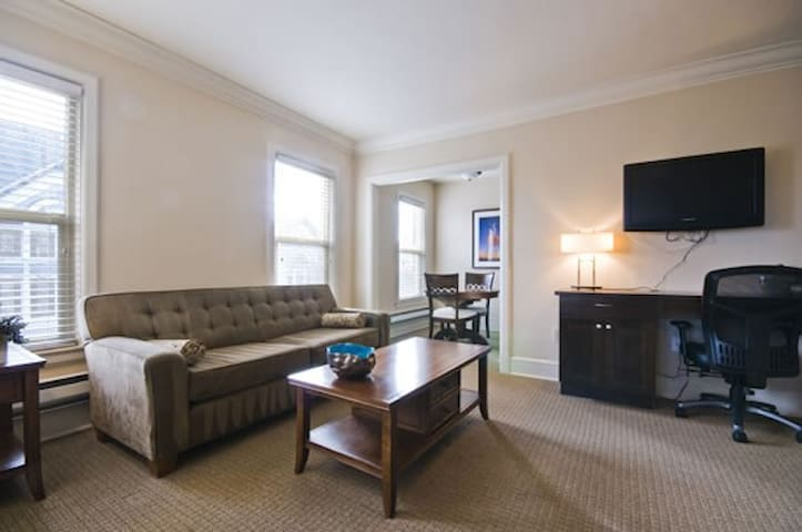 PRIVATE  Apartment - Heart of University District