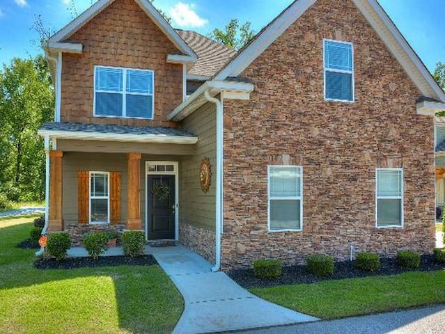 MASTERS RENTAL in Sought-After Neighborhood