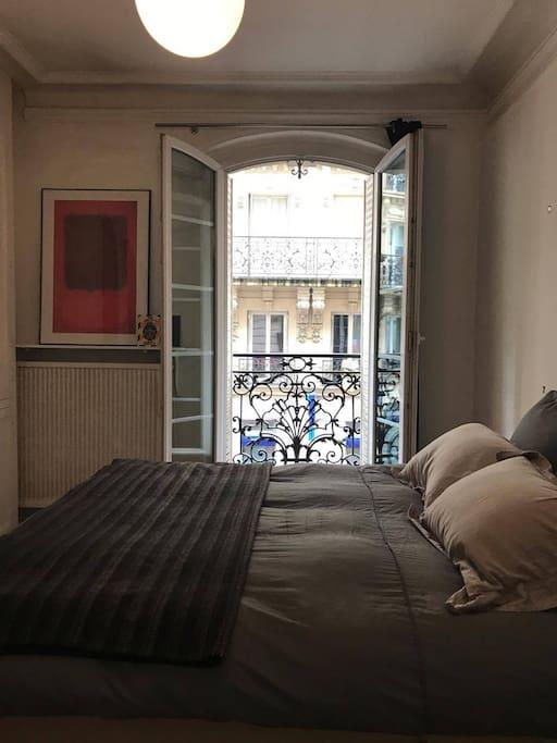 Bedroom: beautiful street view