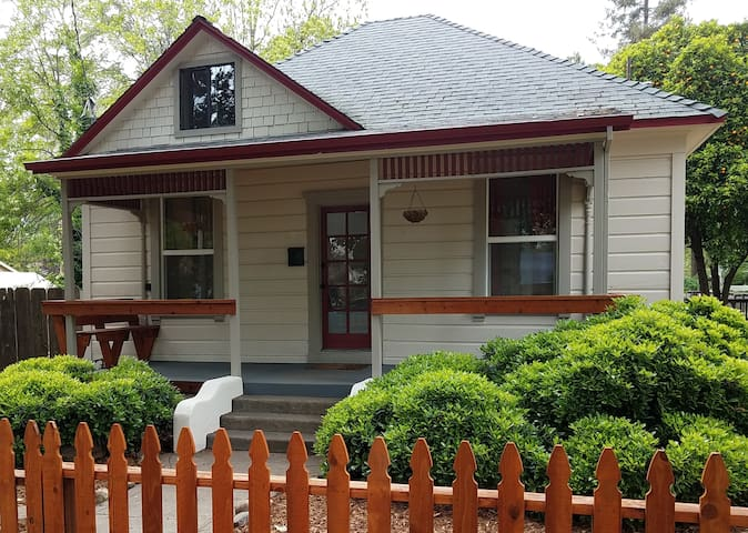 Renovated Victorian Cottage near Downtown and Park