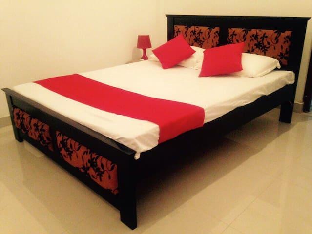 Beautiful Ensuite Private Room - Boralesgamuwa - Bed & Breakfast