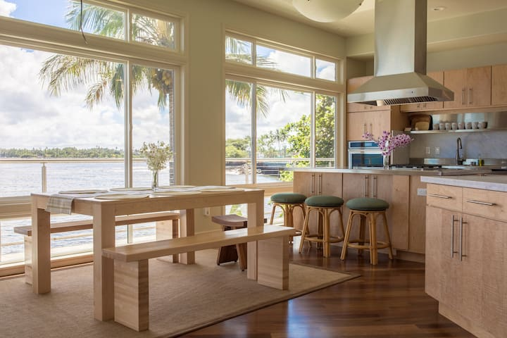Modern Oceanfront House - Walk to Downtown Hilo! - Hilo