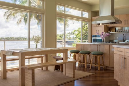 Modern Oceanfront House - Walk to Downtown Hilo! - Hilo - Ev